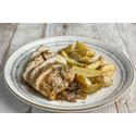 Pechuga de Pollo al Estragón con Patatas y Cebolla Caramelizada
